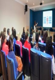 Palestra ensinou aos participantes formas de conquistarem seus clientes