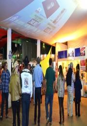 Área de exposição recebe muitos visitantes no penúltimo dia da Festa do Peão de Leme