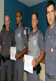 Batalhão homenageia policiais que se destacaram na região