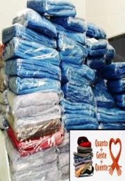 Mais de 400 famílias recebem kits da Campanha do Agasalho 2015