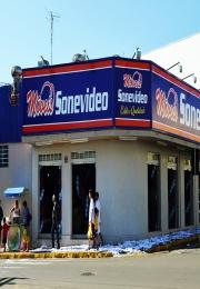 Sonevídeo Móveis completa 30 anos e inaugura nova loja