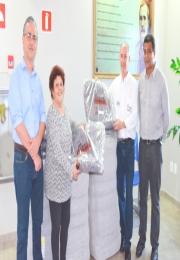 Entrega de 100 cobertores pela ACIL para o Fundo Social e Secretaria de Assistência e Desenvolvimento Social de Leme