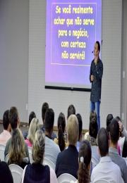 Palestra ressaltou a importância dos relacionamentos em equipe para o sucesso das empresas